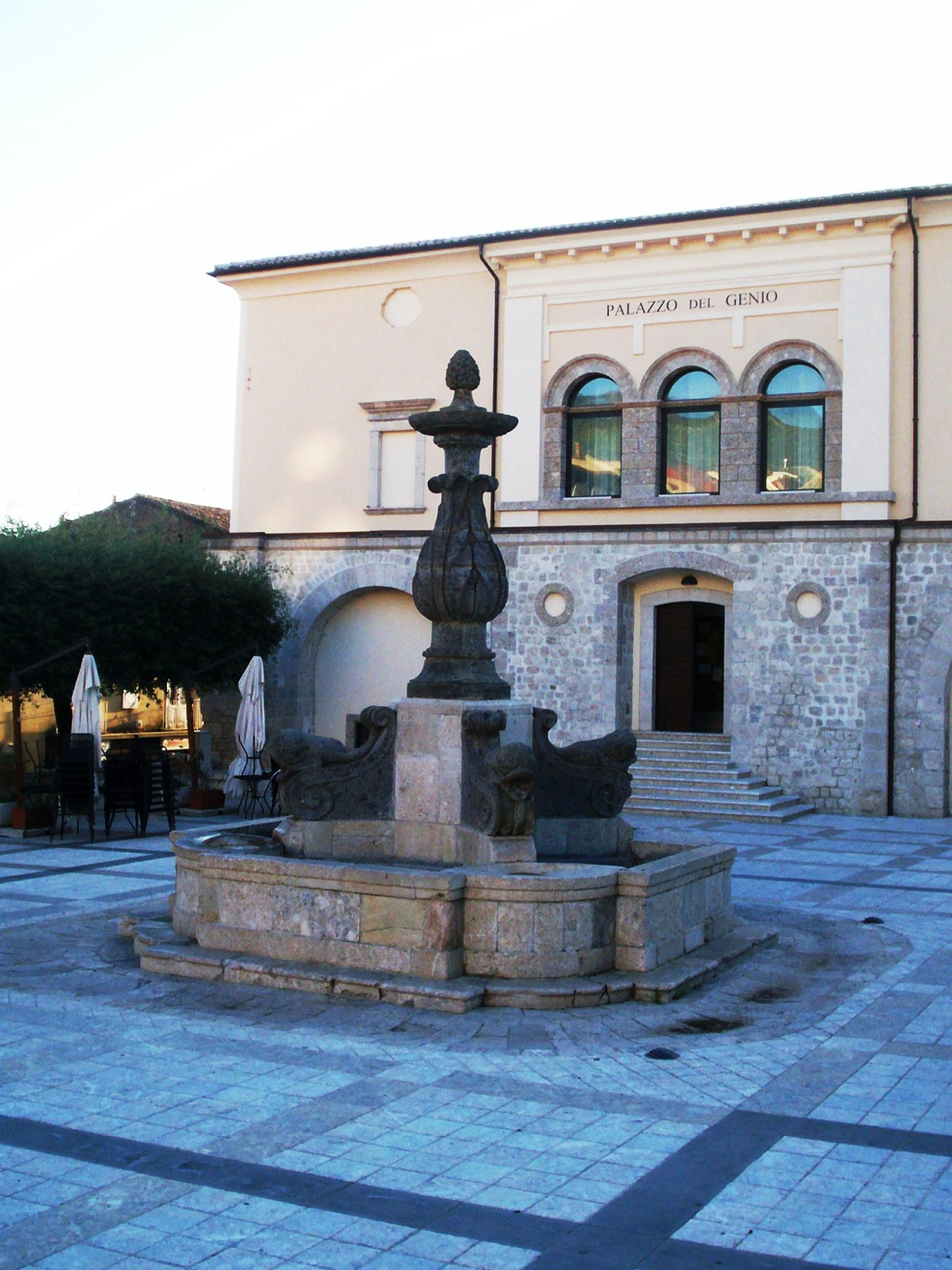 fontana_dei_delfini_e_palazzo_del_genio_-_cerreto_sannita